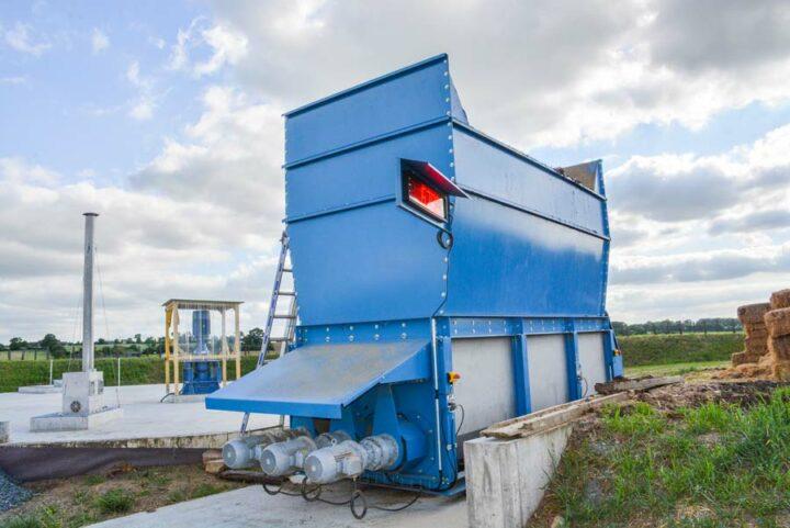 Trémie d'incorporation des produits solides de 30 m3.