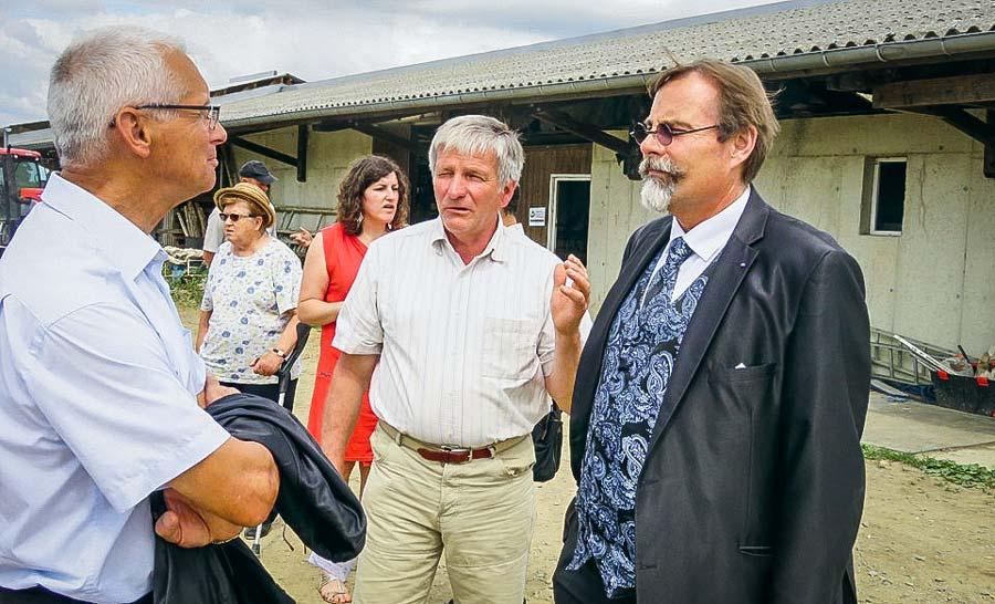De gauche à droite : Roland Bouvet, maire de Combourtillé, Didier Georgeault et le sous préfet.