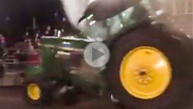 Photo of John Deere, plus t'accelères, plus tu t'enterres :)