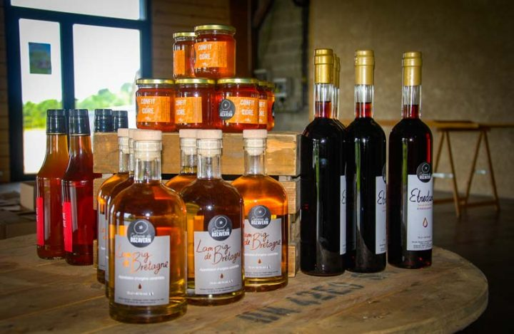 La ferme de Rozavern produit également du lambig, du pommeau, du vinaigre de cidre et du confit de cidre.