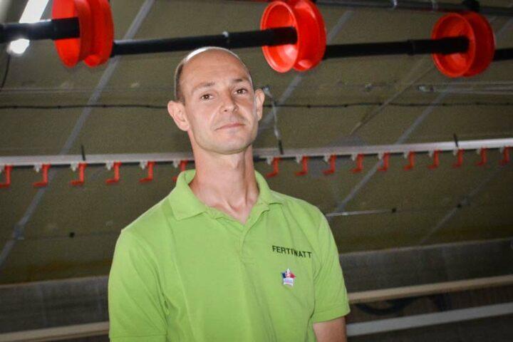 Anthony Montecot, associé du Gaec Blanchelande, en charge de l'atelier avicole.