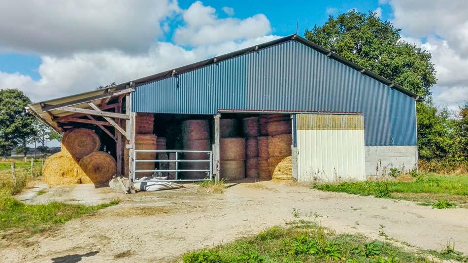L'exonération de taxe foncière sur les propriétés bâties en faveur des bâtiments d'exploitation rurale s'applique aux bâtiments affectés à un usage agricole.