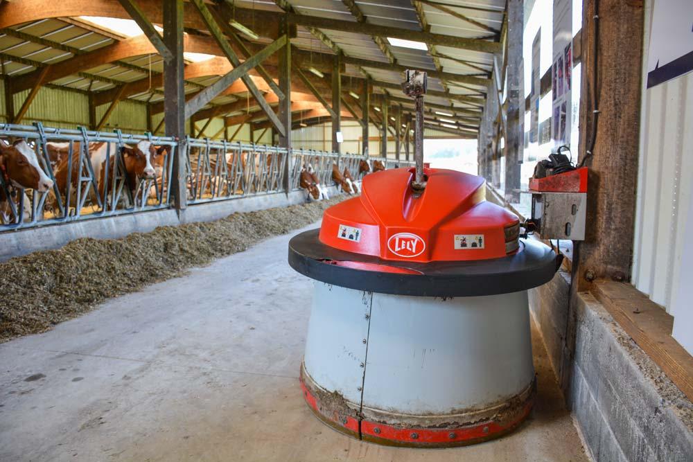 En 2013, les éleveurs ont investi dans un robot pousse- fourrage pour poursuivre leur démarche d'automatisation.