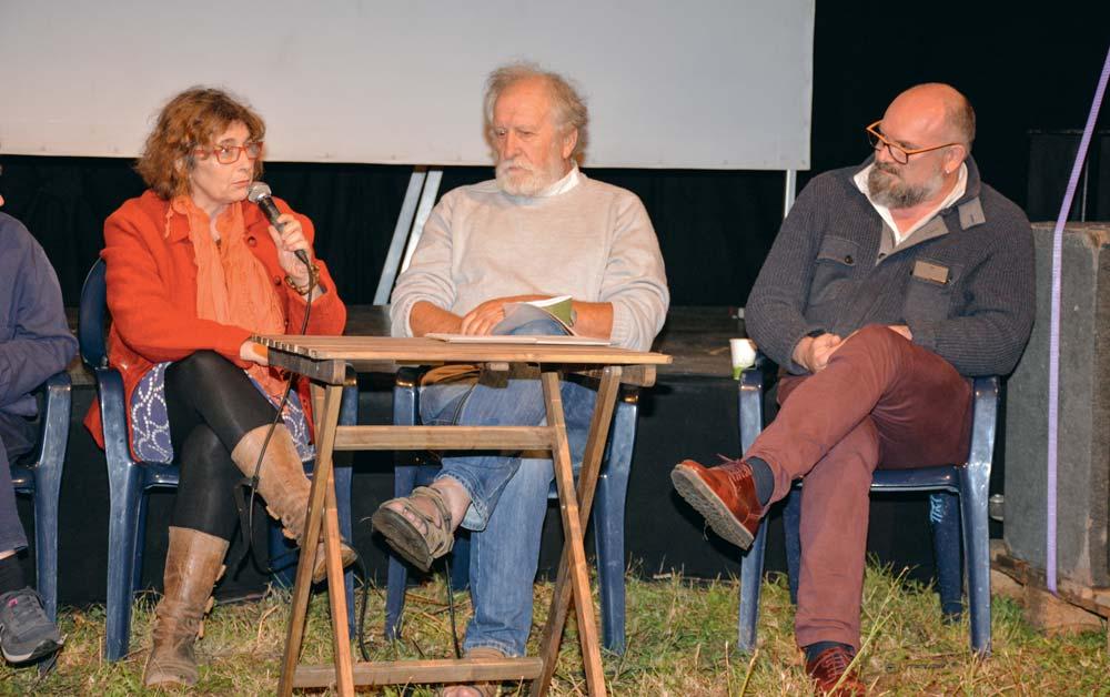 Evelyne Le Normand, agricultrice, René Louail, représentant du monde associatif et Xavier Hamon, cuisinier (Slow food), lors d'un débat «Fermes d'avenir» la semaine dernière à Questembert.