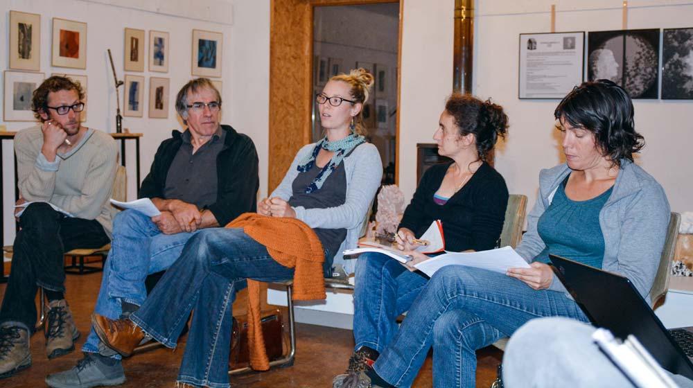 Charlène Tortay (au centre) a témoigné sur son cheminement pour s'associer, à l'occasion du café de la FDCivam 35.
