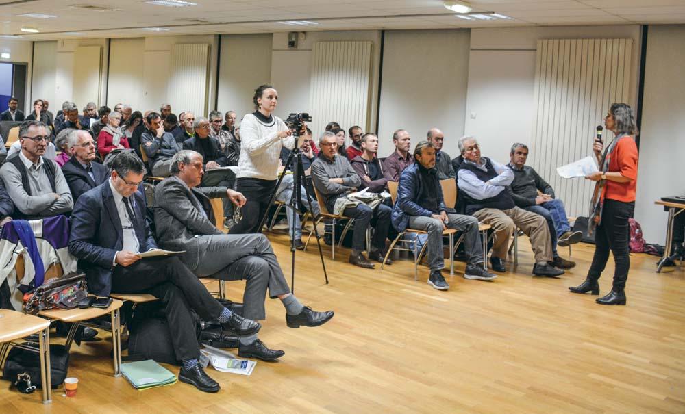 Les agriculteurs étaient nombreux lors de la 1re réunion de concertation préalable pour l'élaboration du 6e programme d'actions régional nitrates le 21 novembre à Pacé (35).