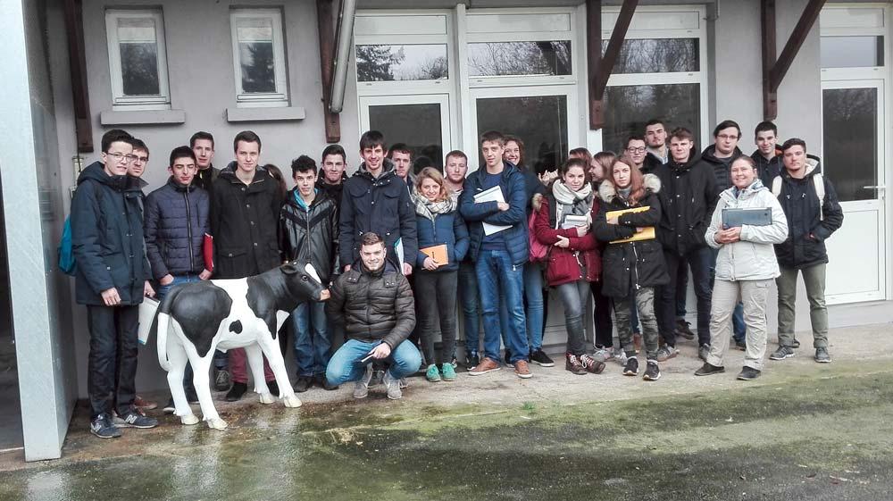 En début d'année, les élèves ont visité la station expérimentale veau de boucherie, située au Rheu, qui travaille sur l'impact environnemental de la filière.