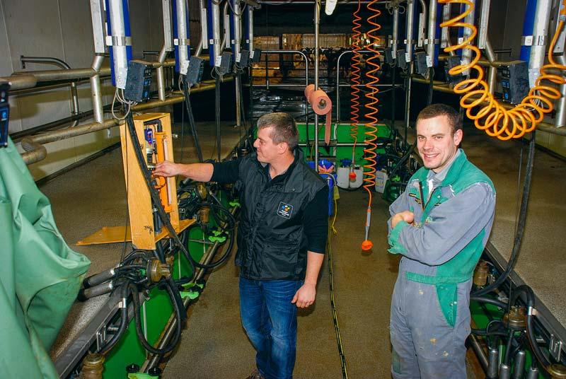«Faire tous les ans son contrôle Optitraite® permet d'éviter de gros écarts et les délais de remise en état», rappellent Sébastien Le Merrer, technicien traite et qualité du lait à BCELOuest, et Alexis Legros, de l'EARL Legros, à Saint-Trimoël (22).