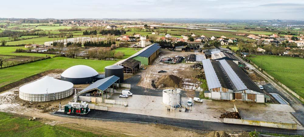 L'unité de méthanisation de la SAS Méthabates se trouve dans le prolongement de l'élevage de bovins du Gaec Réthoré-Belouin, au Mesnil-en-Vallée (49).