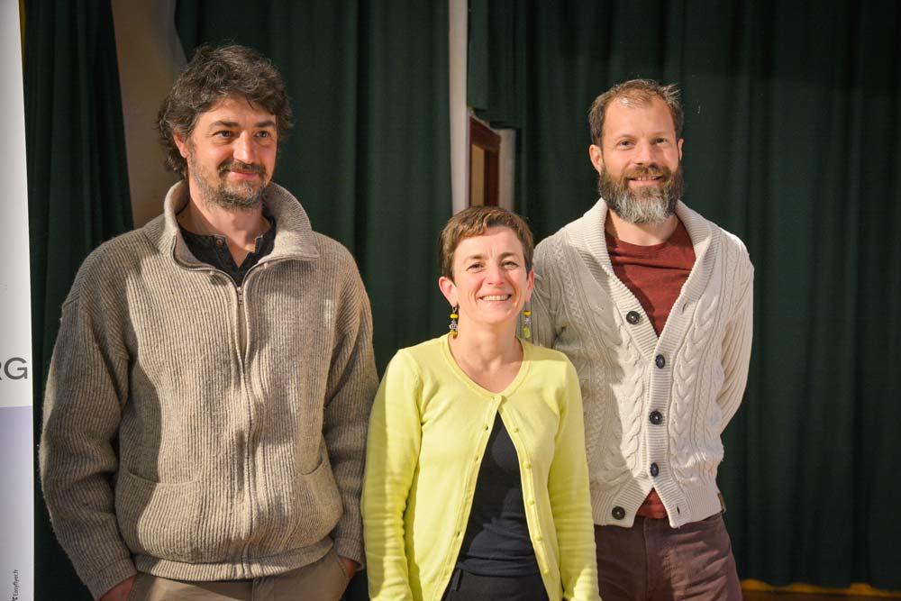 Fabien Tigeot, à droite, et David Hervé, respectivement président et vice-président du groupement des agriculteurs biologiques du Morbihan, avec Sophie Milhem, coordinatrice, avant l'assemblée générale, mardi dernier.