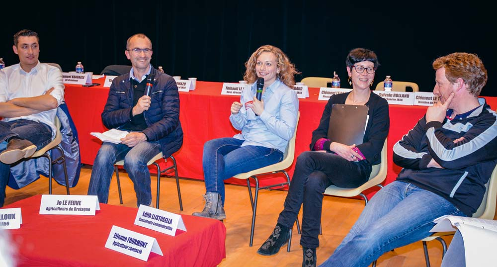 De gauche à droite: Samuel Vandaele, JA national, Jo Lefeuve, Élodie Le Mailloux, Édith Llistosella et Etienne Fourmont lors de la table ronde sur la communication.