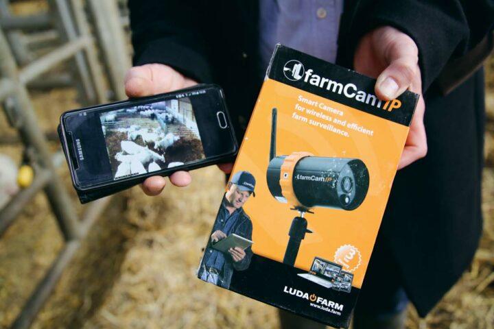 La caméra est un outil connecté qui s'associe parfaitement au détecteur de vêlage.