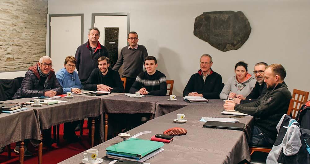 Réunion d'équipe jeudi1ermars.Benjamin Perennezy participe, entouré d'une partie de ses collègues techniciens porc du Finistère deTriskalia. Depuis six mois, il fait partie intégrante de l'équipe.