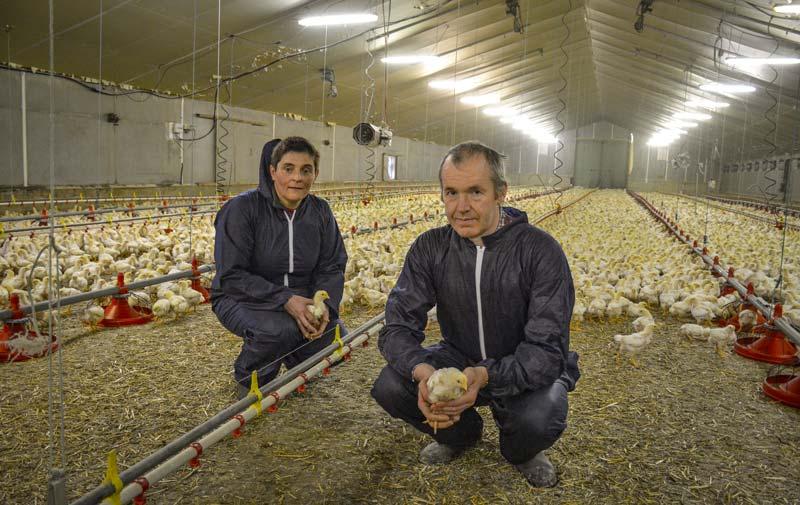 Isabelle et Claude Henry, aviculteurs à Coatascorn (22).