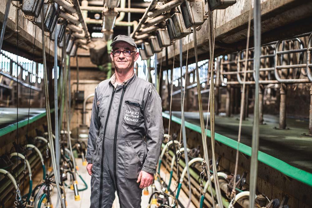 En 2008, Daniel Joannic, installé en Gaec à Surzur (56), a fait le pari de transformer une installation en épi 2x5 postes en TPA 2x10 postes sans casser l'existant. «Un choix d'éleveurs gestionnaires pour éviter l'endettement en faveur du revenu.»