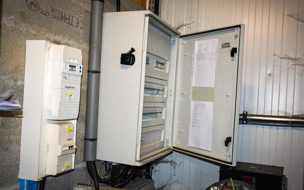 L'installation électrique doit respecter des normes mises en œuvre par un électricien professionnel.