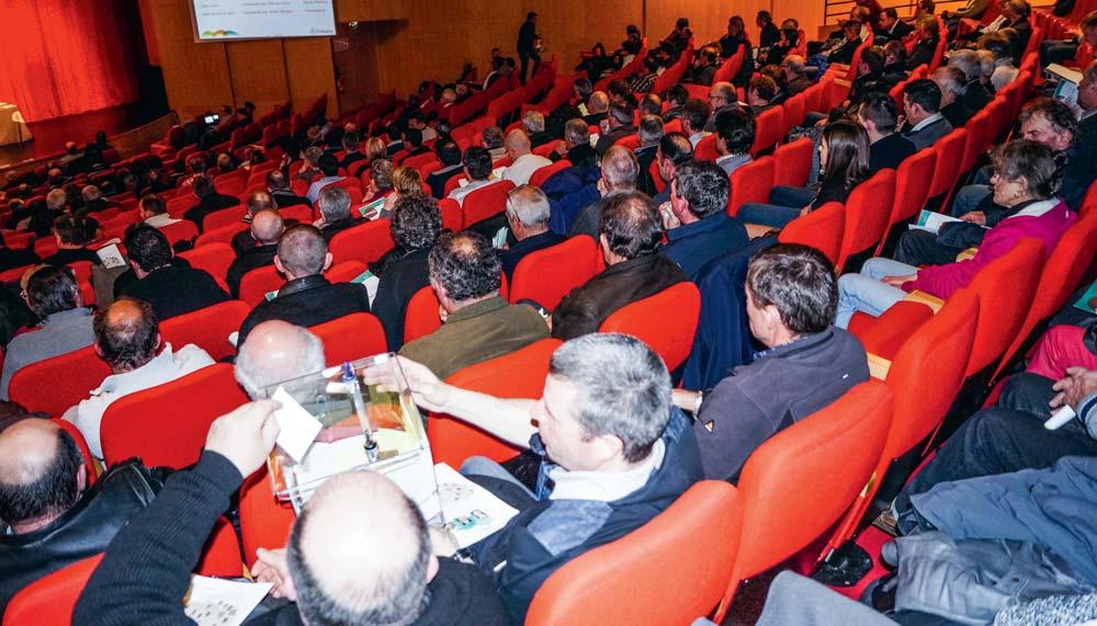 Pour un adhérent, participer à l'assemblée générale de sa section territoriale est l'occasion pour lui de s'exprimer démocratiquement en élisant ses représentants au conseil de section ou en choisissant les délégués à l'Assemblée générale plénière.