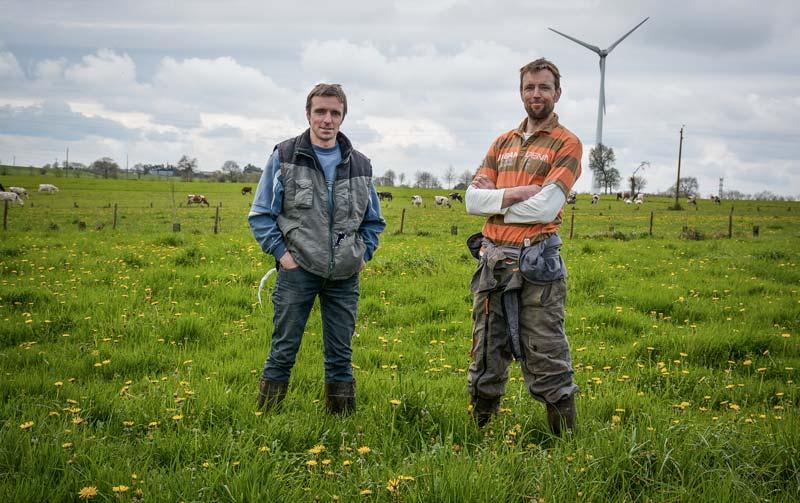 Plantées sur 2 ha, les betteraves complètent bien les 65 ha d'herbe de l'exploitation de Vincent et Jean-François Blot (à gauche).
