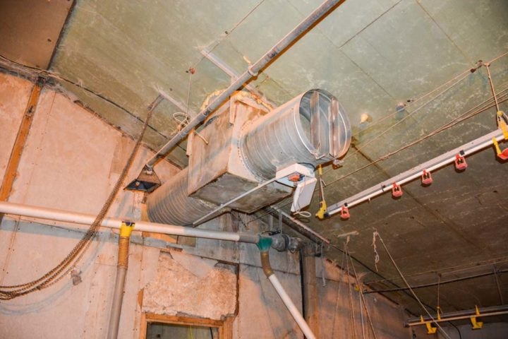 Le système de chauffage est simple, l'air chaud est soufflé à l'intérieur du poulailler