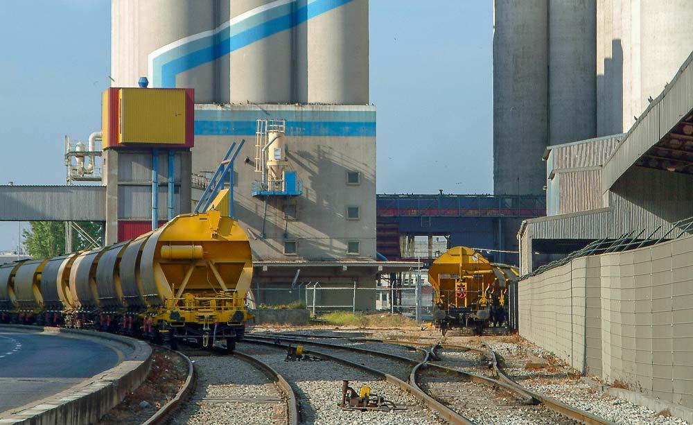 Un service ferroviaire minimal et des camions supplémentaires assurent la livraison des céréales et des co-produits dans les usines bretonnes habituellement approvisionnées par train.