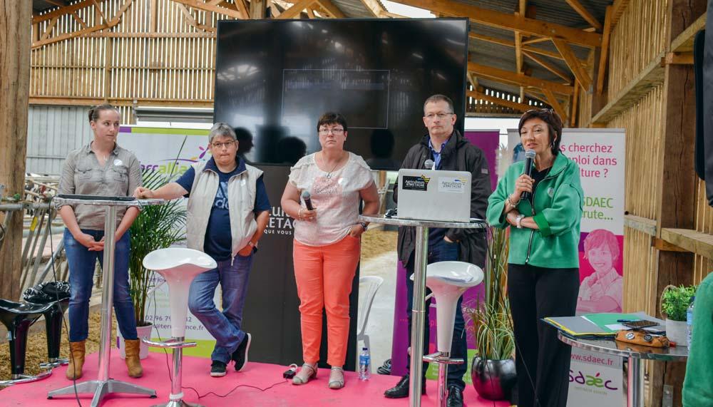 Emmanuelle Gerel et Françoise Thomas, salariées Sdaec; Sylvie Tranchevent, éleveuse; Loïc Gallo, gérant d'Arcanne constructions et Sylvie Le Clec'h Ropers, directrice de Sdaec-Terraliance.