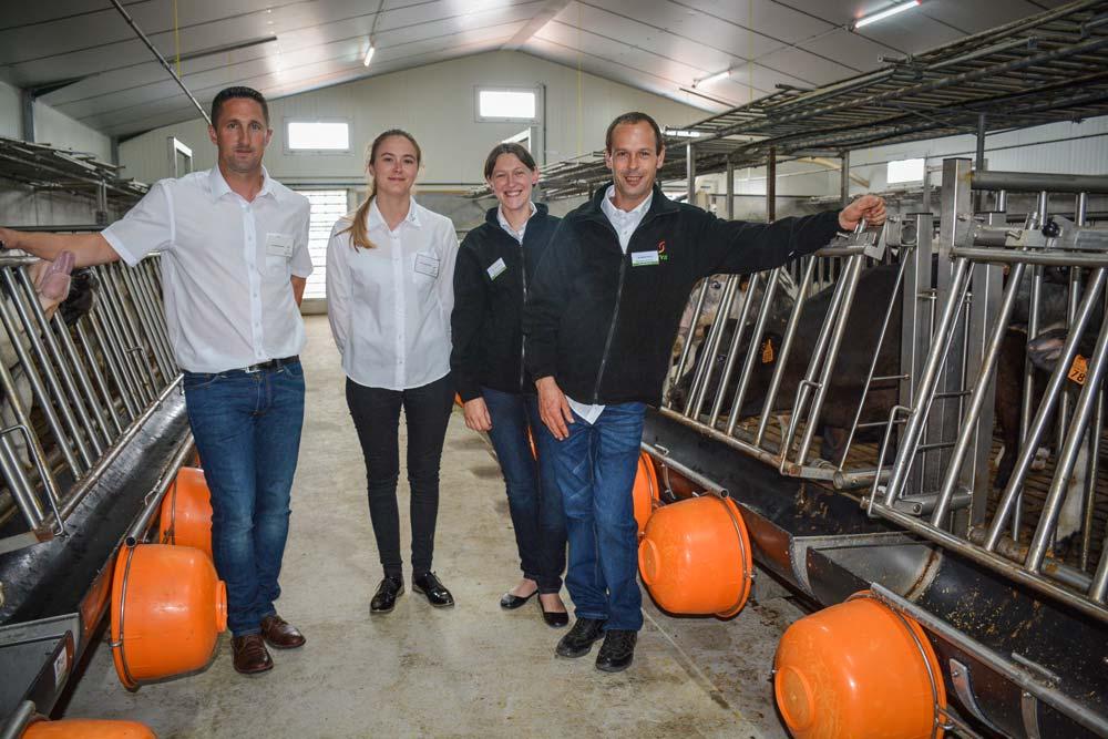 Thierry Vaidie et sa femme Valérie (à droite), en compagnie de Christophe Verdes et Julie Le Marchand, techniciens Serval, dans le nouveau bâtiment.