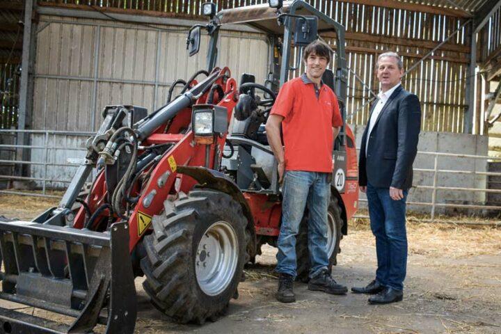 Jos Kok, éleveur à Bannalec et Christophe Perret, directeur commercial de Weidemann France