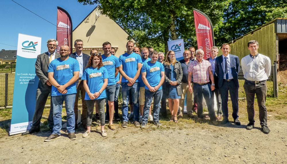 La signature de la convention de partenariat entre les JA et le Crédit Agricole pour la Fête de l'Agriculture a eu lieu le vendredi 22 juin en présence de Kévin Thomazo, président des JA et Hervé le Floc'h, président du Crédit Agricole du Morbihan.