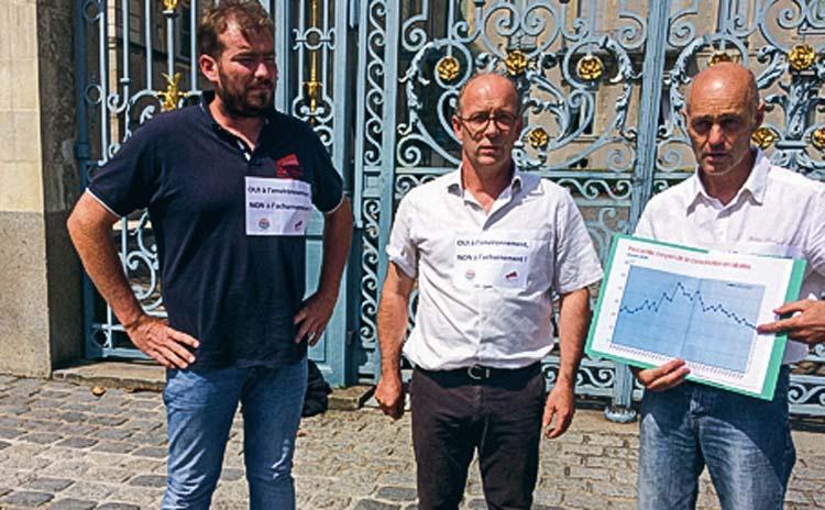 De gauche à droite : Florian Salmon (représentant JA Bretagne), Thierry Coué (président du Car «Environnement » et de la FRSEA Bretagne) et Christian Mochet (responsable du dossier « nitrates » à la FRSEA Bretagne).