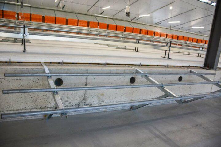 La fosse de 1,10 m de hauteur possède sur toute la longueur des aérations pour limiter les émanations de gaz.