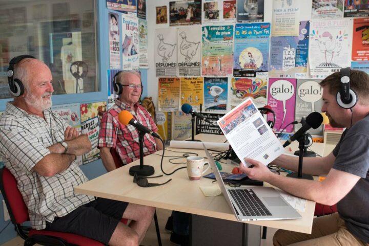 Deux des membres du groupe Douar Mor viennent présenter Sillages, leur 7e album de chants de mer, dans l'émission de Jibé.