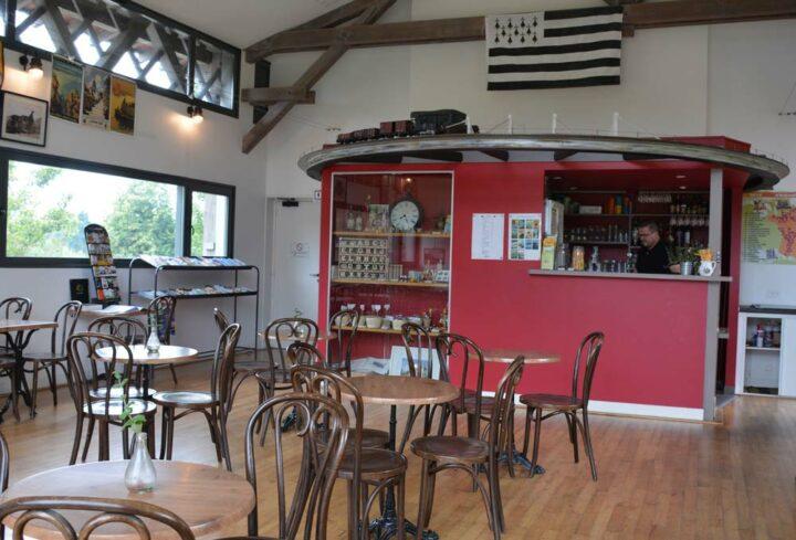 Le Café de la gare, créé en 2009, à l'emplacement de l'ancien préau.