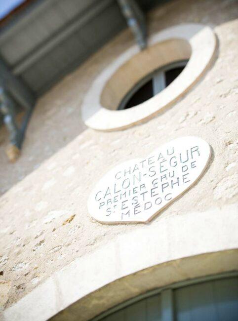 Le cœur, symbole du domaine et de sa riche histoire, s'affiche jusque sur les bâtiments d'exploitation.
