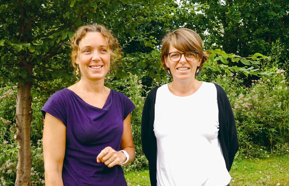 La productrice de lait Emmanuelle Billard et Virginie Duval, respectivement coprésidente et salariée de la Coopérative d'installation en agriculture paysanne des Côtes d'Armor (Ciap 22).
