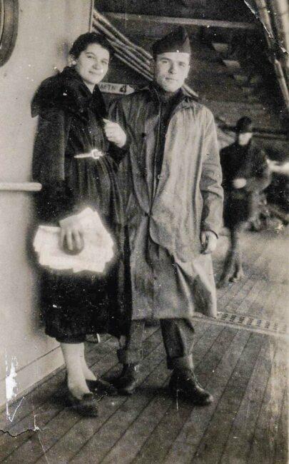 La guerre a aussi ses histoires d'amour comme celle de l'Ignacienne, Jeanne-Claudine Merrand, et l'Américain, John Lyubanovic, ici sur le bateau USS Siboney en partance pour les États-Unis en novembre 1919.