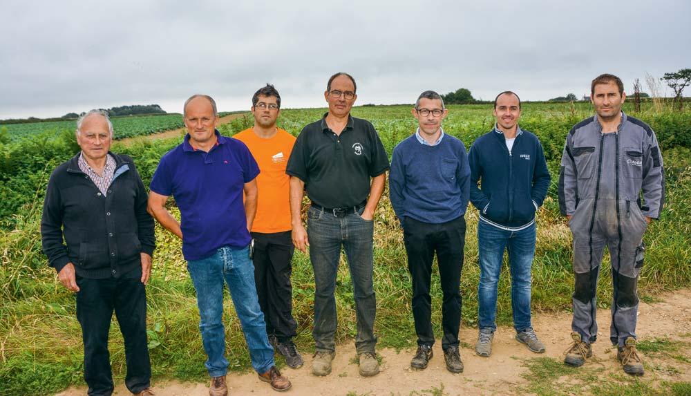 Le projet est entre autres soutenu de gauche à droite par Marcel Le Normand, Gérard Yven, Benoît Le Rolland, Serge Le Bian, François Kerscaven, Valentin Quéguiner et Fabien Le Ven.