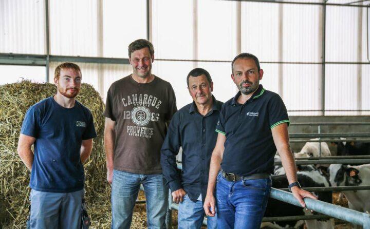 Julien Amiry (à droite), technicien Cultivert, a conseillé Marc et Jean-Luc Connan (au milieu) pour la construction de leurs deux bâtiments. Ils sont en compagnie de leur stagiaire Tom Schirtz.