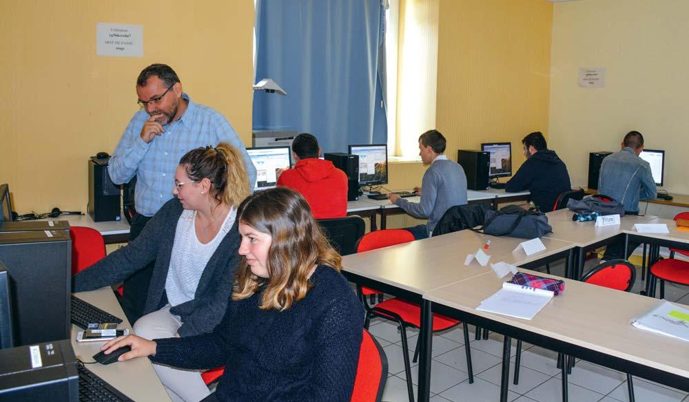 Découverte des outils d'aide à la décision des outils numériques pour communiquer à plusieurs, pour les sept stagiaires qui viennent d'intégrer la formation « @gripilot d'atelier ou d'entreprise », de 6 mois au centre de formation de Crédin (56).