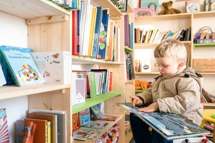 Un espace est dédié à « la mise en valeur de la créativité de la littérature jeunesse » et à l'accueil des enfants.