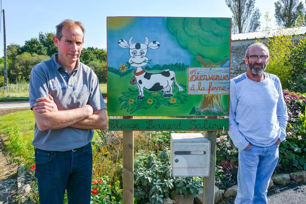 Pour Bernard Saliou, à gauche, « il ne faut pas passer à côté de certaines opportunités », au sujet de la main-d'œuvre. Il emploie Dominique Quéguiner, à droite, une partie de la semaine.