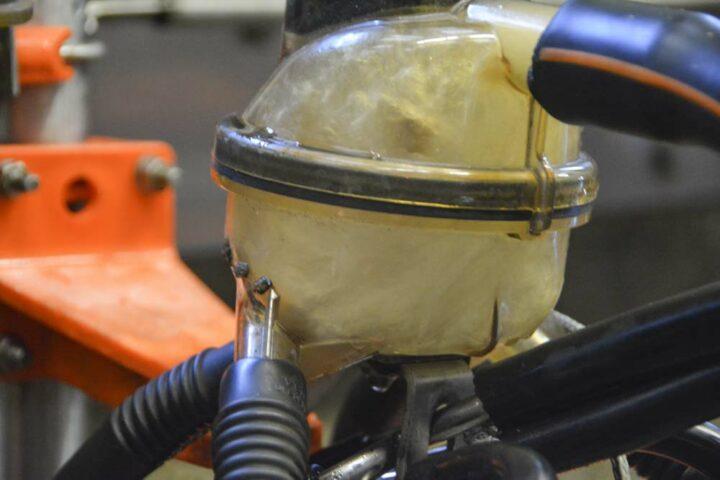 Le mélange air/eau créé une turbulence, qui nettoie mécaniquement.