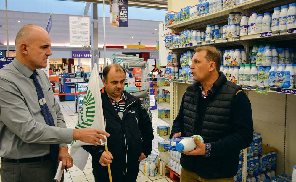 Les responsables de la FDSEA 22 dénoncent un prix de vente du lait bio inférieur à celui du lait conventionnel.