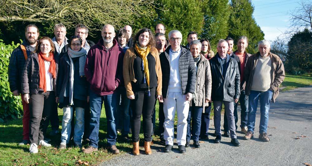 La Confédération paysanne a présenté sa liste pour les élections sur l'exploitation de Michel Priour à Cesson-Sévigné. Au premier plan : Charlotte Kerglonou-Mellier, entourée de Sébastien Vétil (à gauche) et Éric Duverger (à droite).