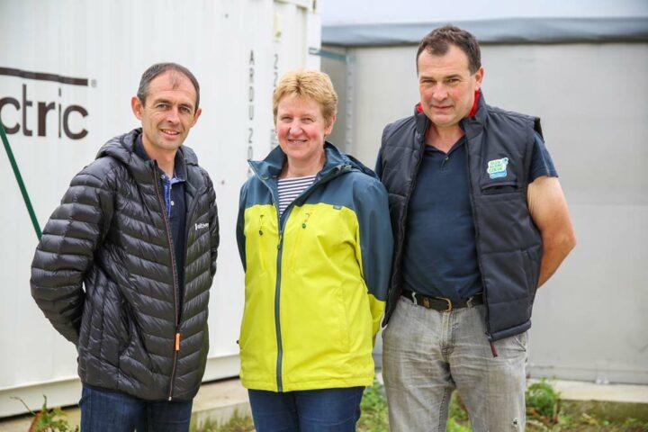 Fabrice Bernard (à gauche) a suivi et conseillé  Fabrice et Josiane  Sablé (au milieu et  à droite) tout au  long de leur projet.