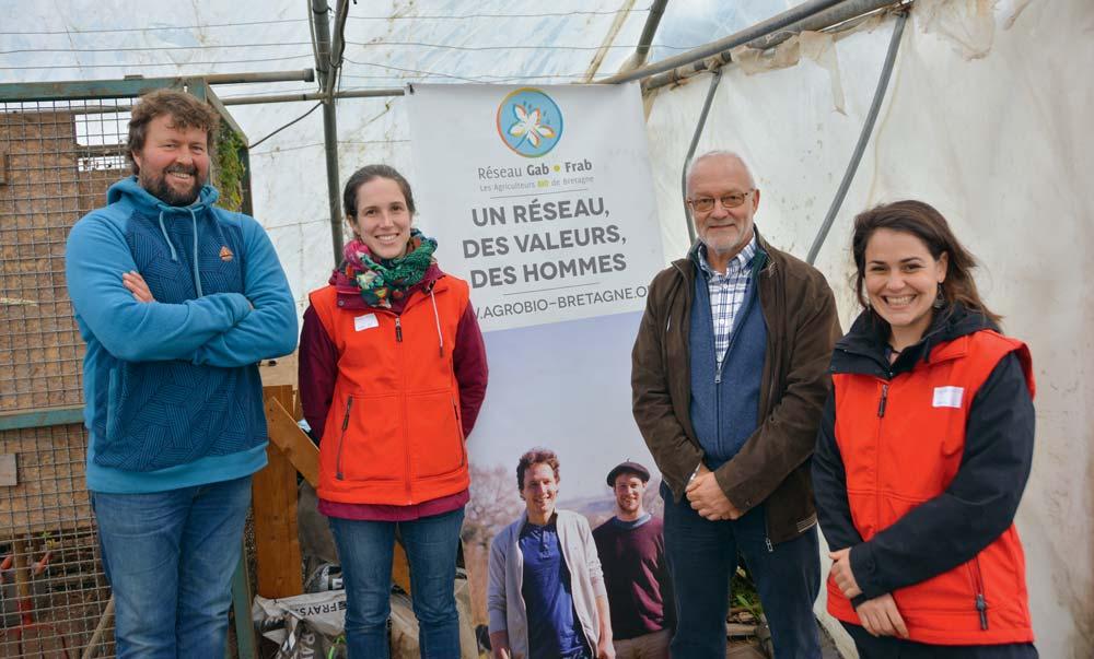 De gauche à droite : Dominique Boutouiller, maraîcher à Plougonver (22), Maëla Peden, conseillère maraîchage au Gab 56, Sylvain Seraine, adjoint technique à l'Esat et Lise Allain, du Gab 56.