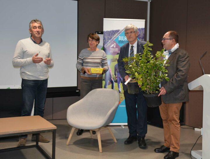 Loïc Guines, président de la FDSEA 35 et tête de liste FDSEA / JA aux élections de la Chambre d'agriculture d'Ille-et-Vilaine, a salué l'engagement de Marcel Denieul sur son mandat de six ans en tant que président de la Chambre d'agriculture.