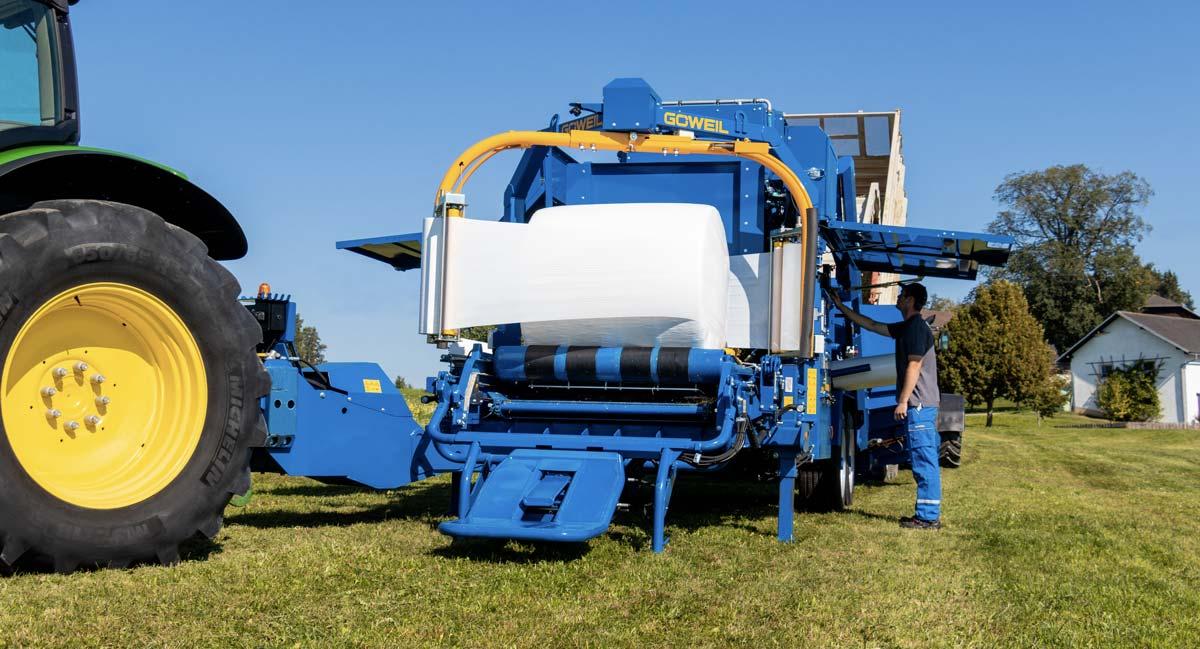 La capacité du convoyeur est de 12 m3. Le LT Master peut enrubanner du maïs plante entière comme du maïs épi, ou d'autres matériaux.