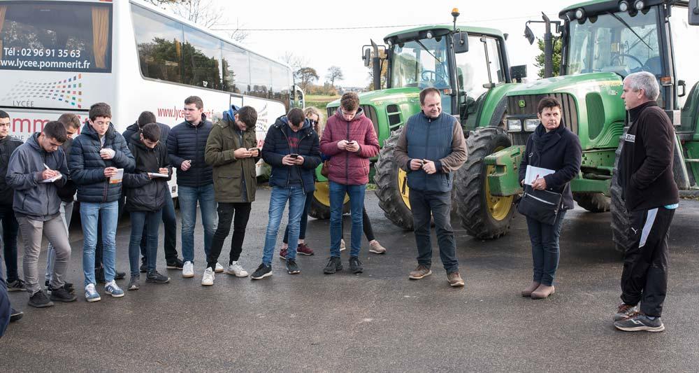 Attentifs, les élèves des classes de Bac Pro de Pommerit ont écouté avec attention le témoignage de Christelle et Arnaud Beauverger concernant leur atelier de production d'œufs et de légumes en bio.