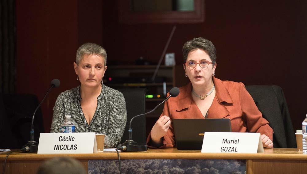 Cécile Nicolas, élue à la Chambre d'agriculture en charge de la question foncière et Muriel Gozal, directrice de la FNSafer à la tribune lors de la session de la Chambre d'agriculture à Plérin.