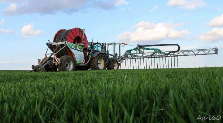 L'épandage sans tonne respecte les sols et permet d'intervenir sur les cultures déjà bien développées.  © Agri 60